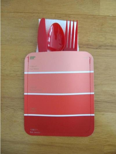 12. Tempat alat makan terbuat dari kartu warna cat.