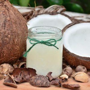Minyak kelapa murni atau virgin coconut oil (VCO) punya banyak sekali manfaat. VCO bisa diminum langsung, bisa dicampur dengan makanan, bisa juga jadi obat luar dengan cara dioleskan pada kulit dan rambut.